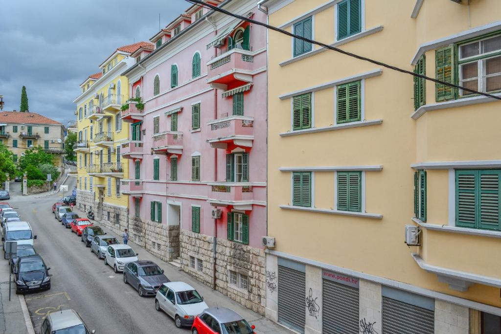 Le Monde Apartment