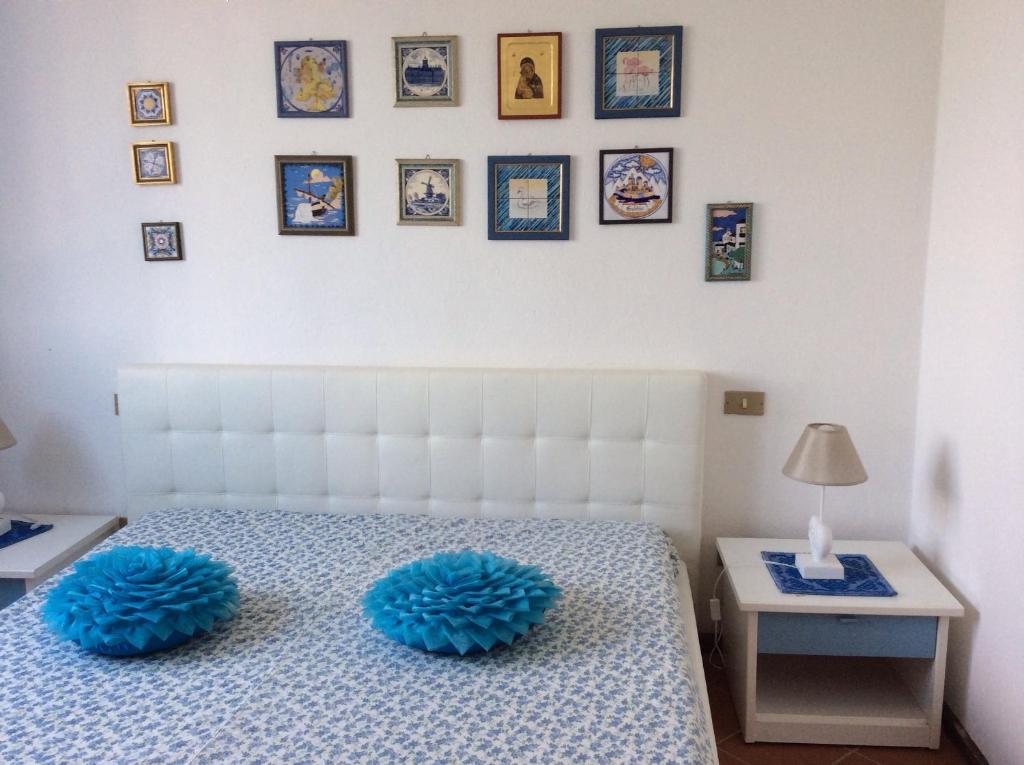 A bed or beds in a room at Marina Residence Appartamento