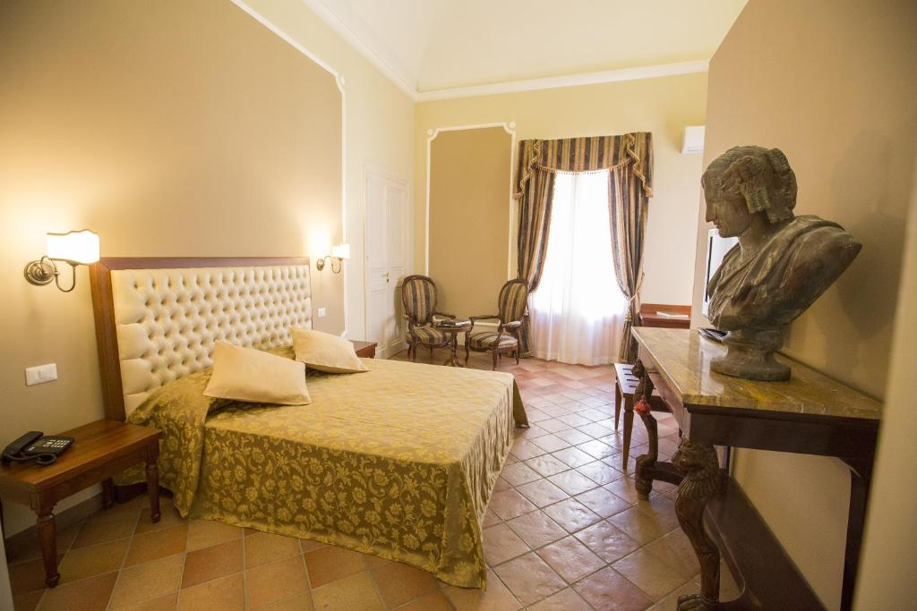 A bed or beds in a room at Palazzo Raho
