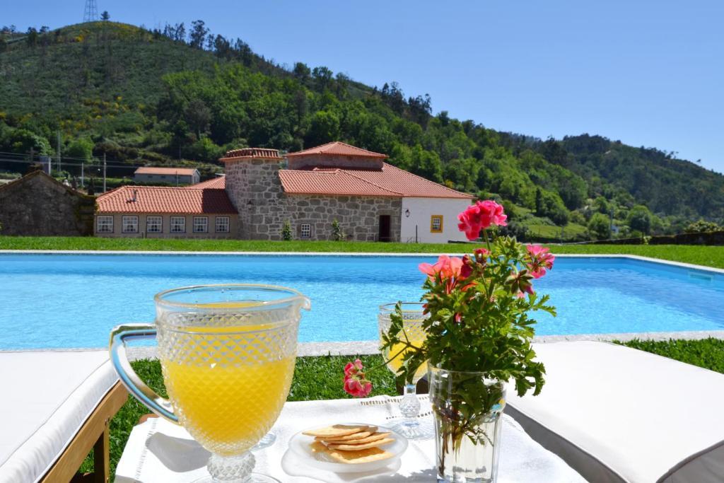 The swimming pool at or near Casa da Portela de Sampriz