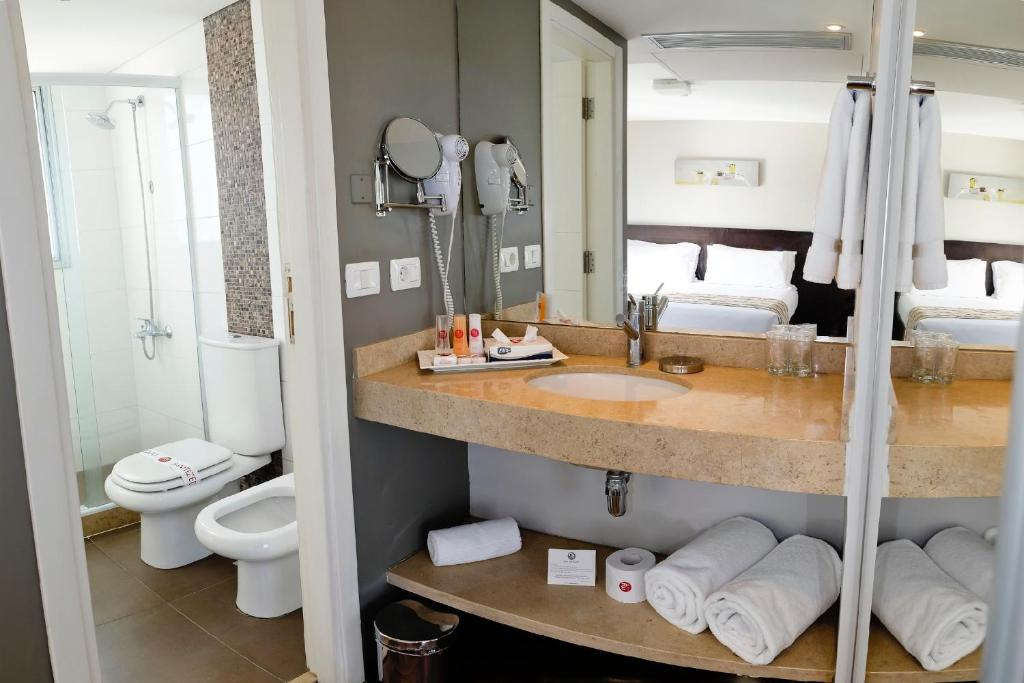 A bathroom at My Suites Boutique Hotel & Wine Bar