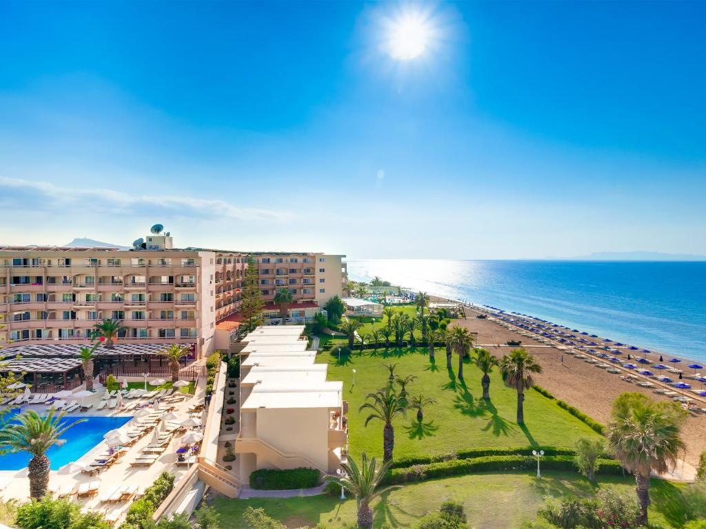Een luchtfoto van Sun Beach Resort Complex