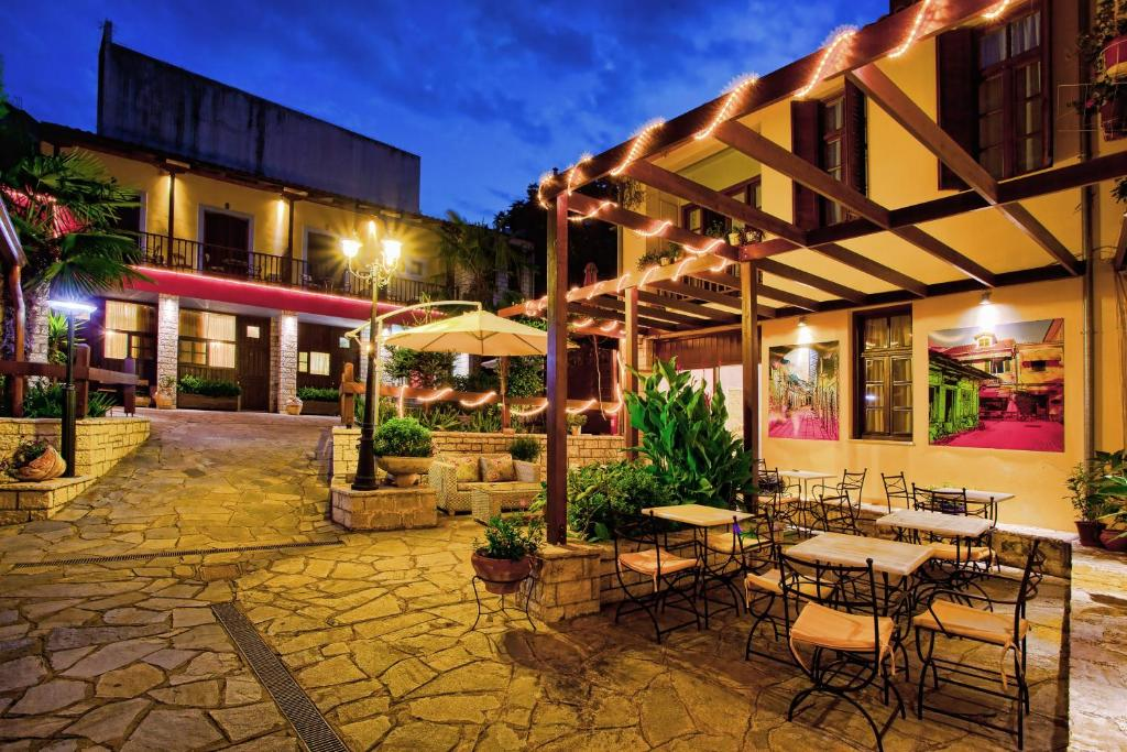 A restaurant or other place to eat at Politia