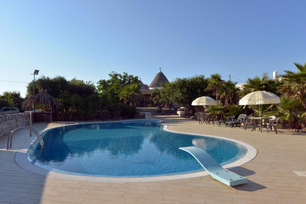 The swimming pool at or close to Masseria Pentima Vetrana Resort