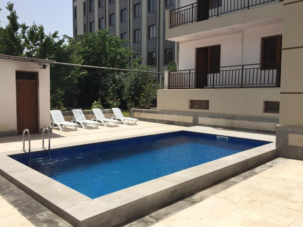 The swimming pool at or close to Primer Hotel