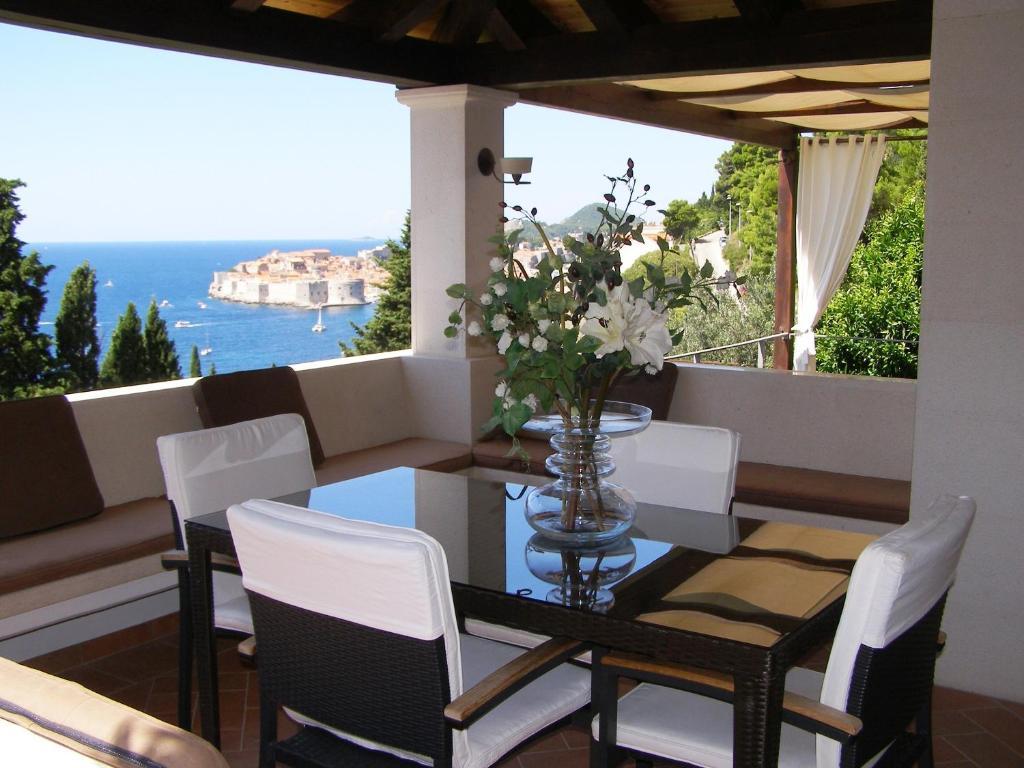 A balcony or terrace at Villa King