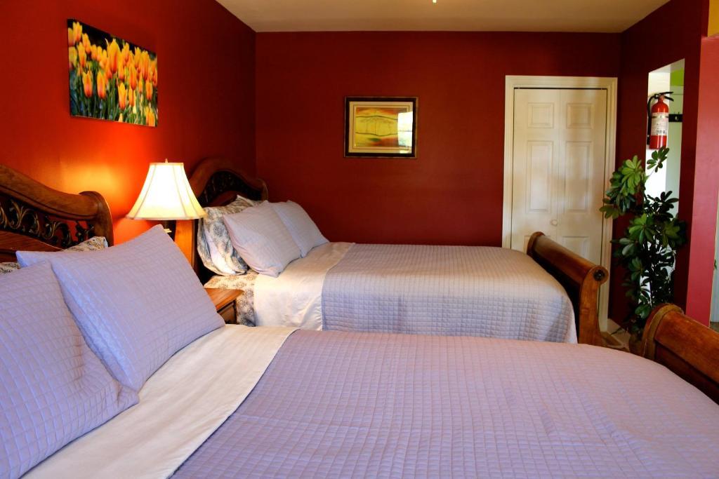 A bed or beds in a room at Les Appartements de la Belle Rive 2