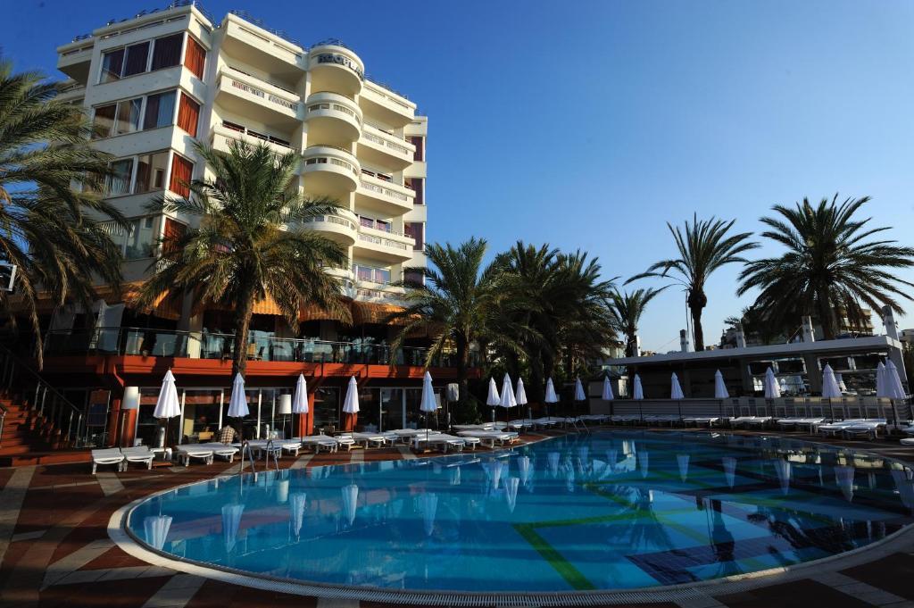 Бассейн в Elegance Hotels International Marmaris или поблизости