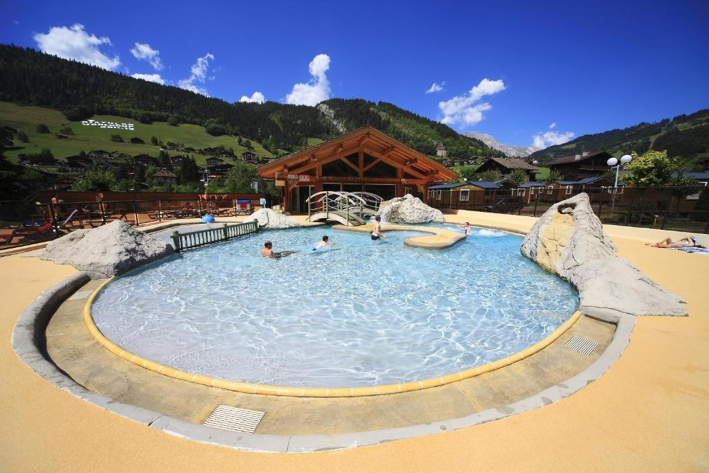 The swimming pool at or near Résidence et Camping L'Escale