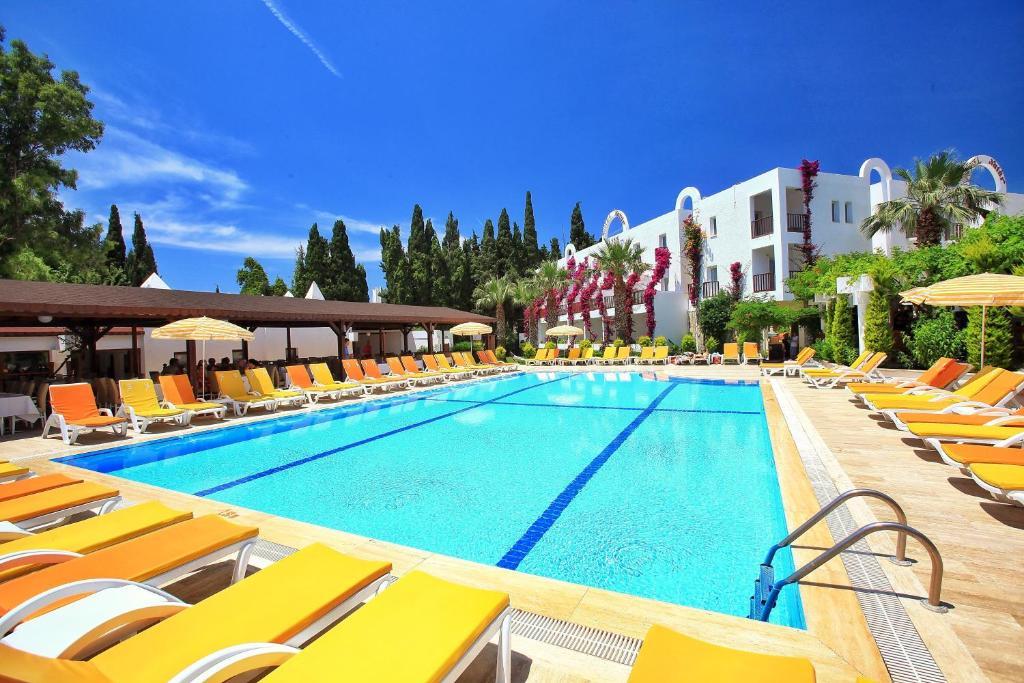 Het zwembad bij of vlak bij Natur Garden Hotel