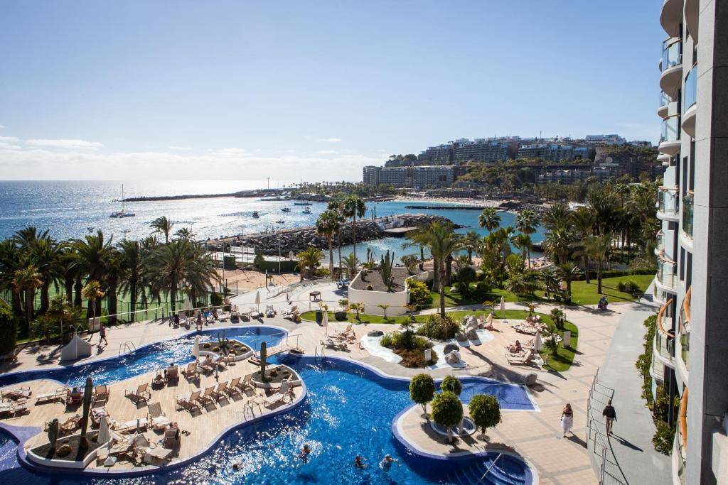 Uitzicht op het zwembad bij Radisson Blu Resort Gran Canaria of in de buurt