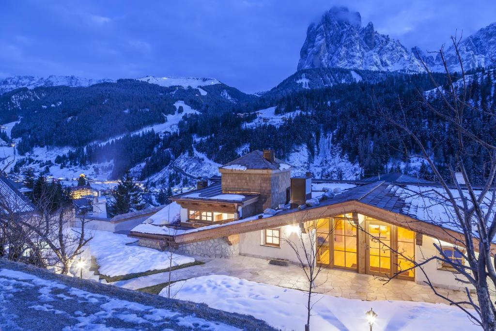 Dorfhotel Beludei during the winter