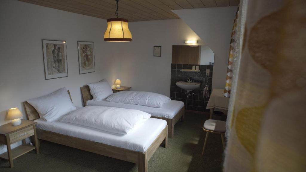 Ein Bett oder Betten in einem Zimmer der Unterkunft Fährhaus Hotel