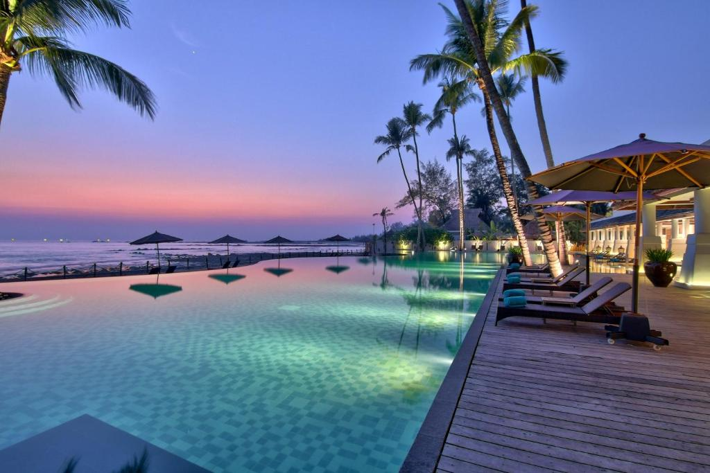 The swimming pool at or close to Hilton Ngapali Resort and Spa