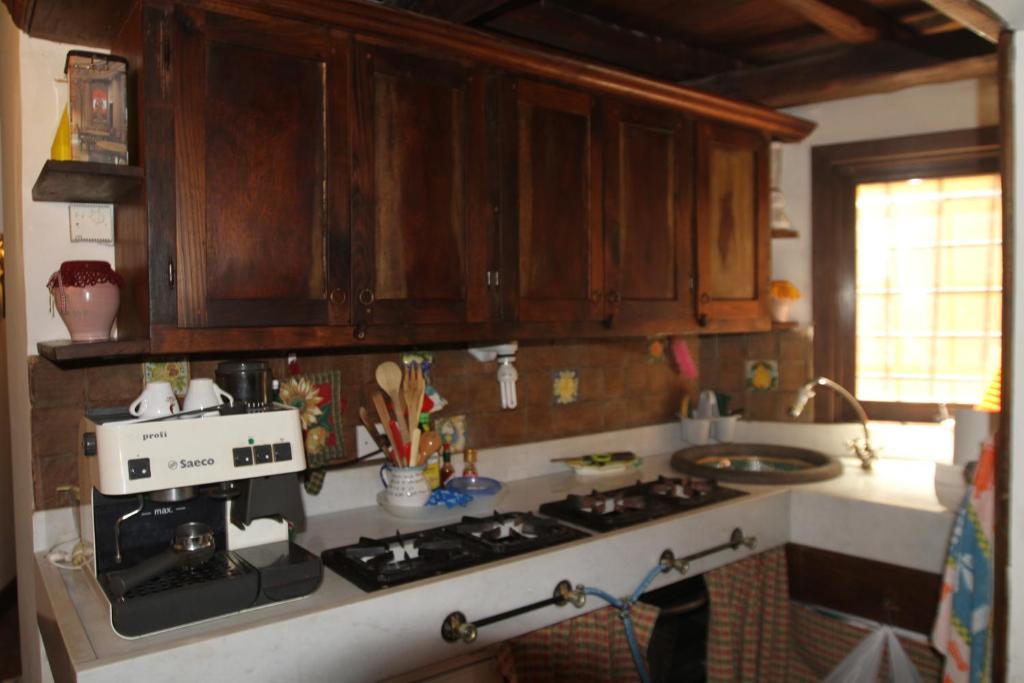 A kitchen or kitchenette at Campo dei Fiori Jewel