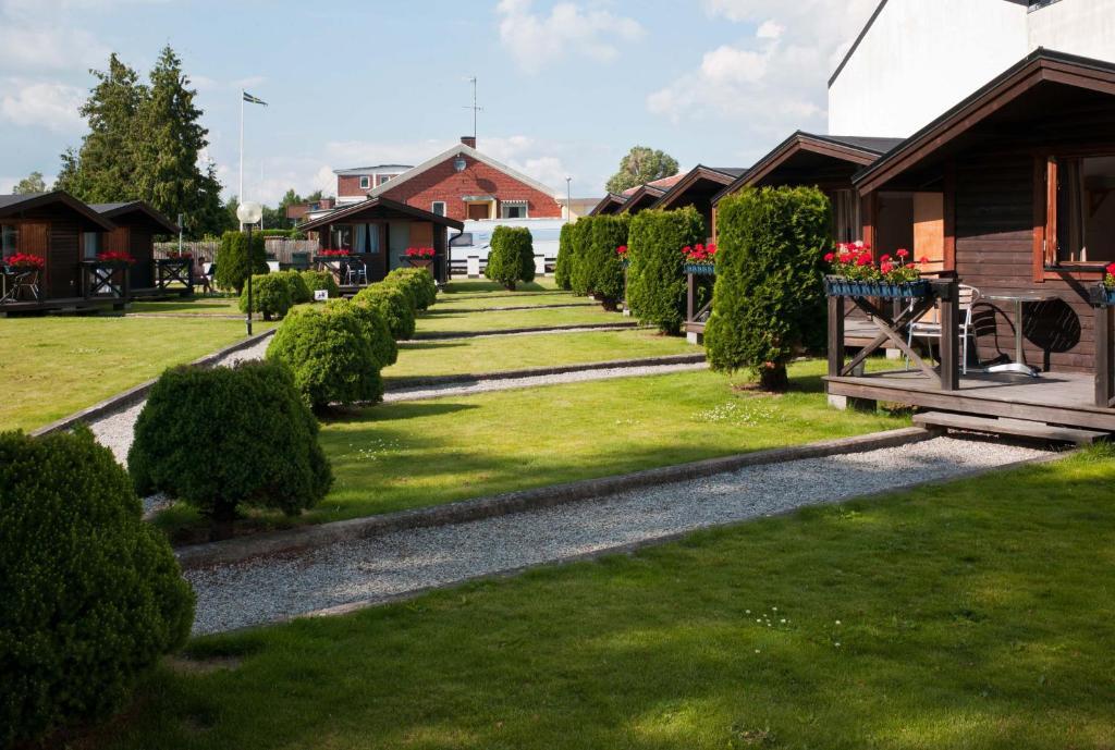 En trädgård utanför Milano - City Bungalow Hotell, i gränslandet till Kullabyggdens pärlor