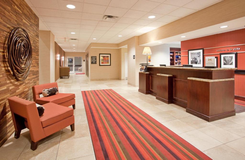 The lobby or reception area at Hampton Inn & Suites Omaha Southwest-La Vista