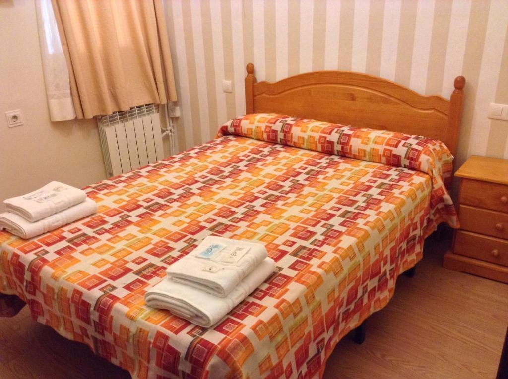 A bed or beds in a room at Pension La Milagrosa