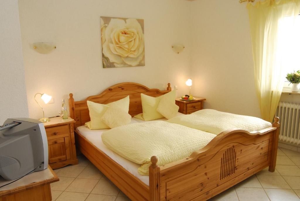 Ein Bett oder Betten in einem Zimmer der Unterkunft Hotel Restaurant Linde