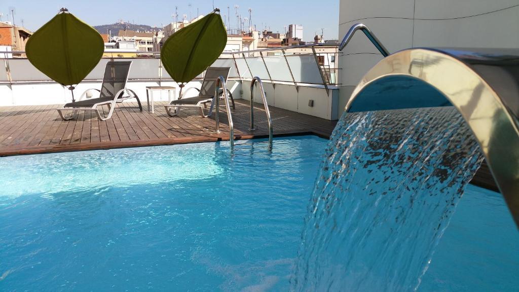 Piscine de l'établissement Ako Suites Hotel ou située à proximité