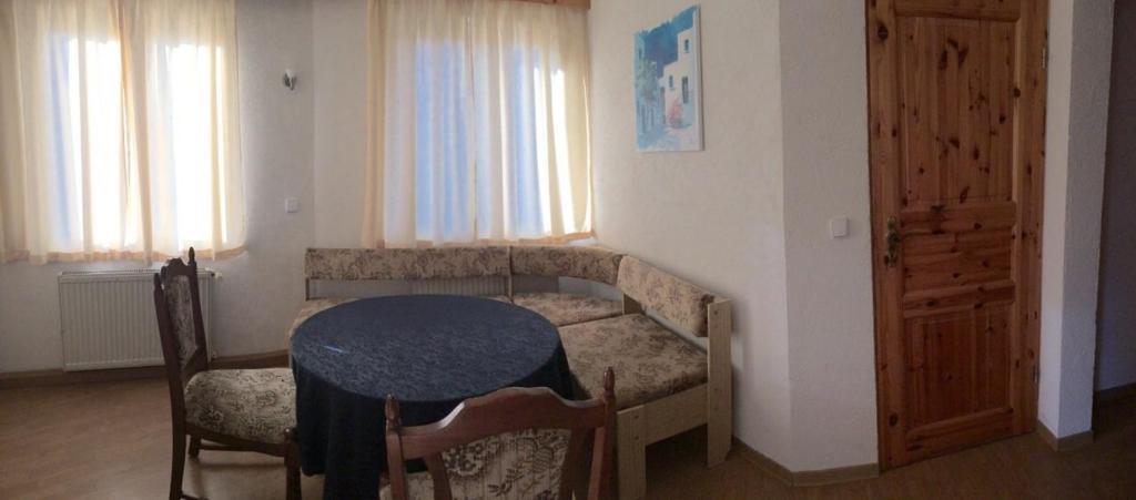 Uma área de estar em Pension Altwahnsdorf