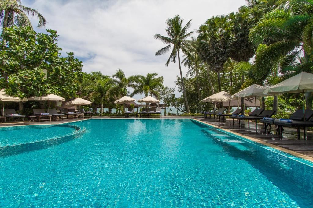 The swimming pool at or near Anda Lanta Resort