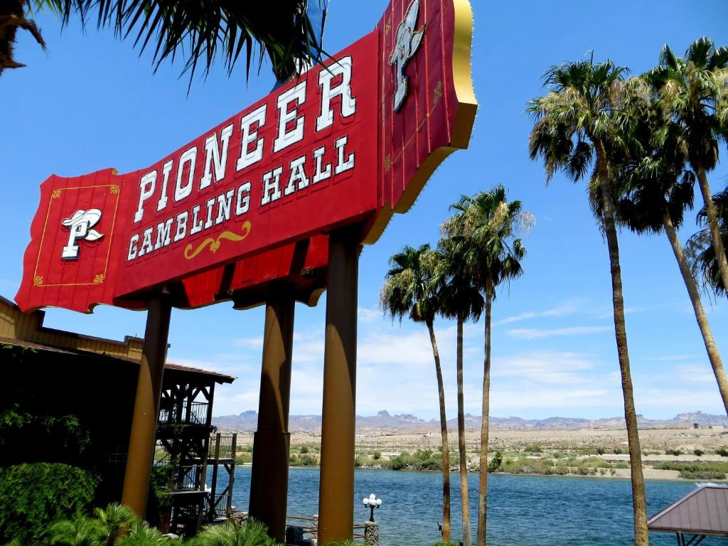 New Pioneer Travel >> Hotel The New Pioneer Laughlin Nv Booking Com