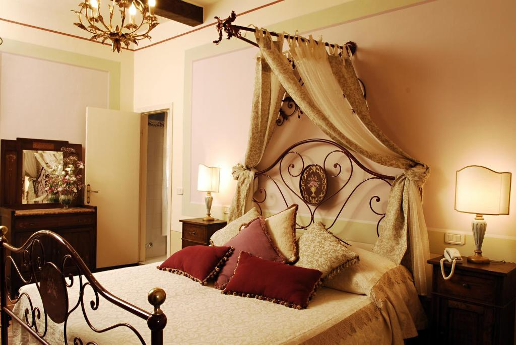 A bed or beds in a room at Locanda Del Molino