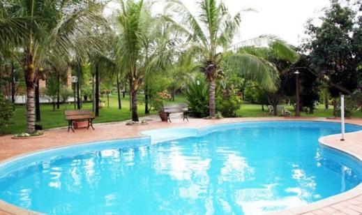 A piscina localizada em Holiday House ou nos arredores