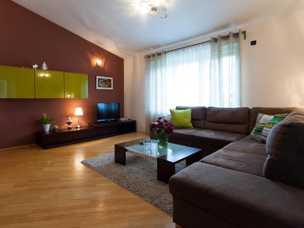 A seating area at Apartment Sanja