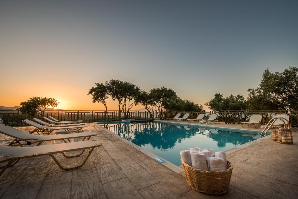 The swimming pool at or near Lofos Soilis