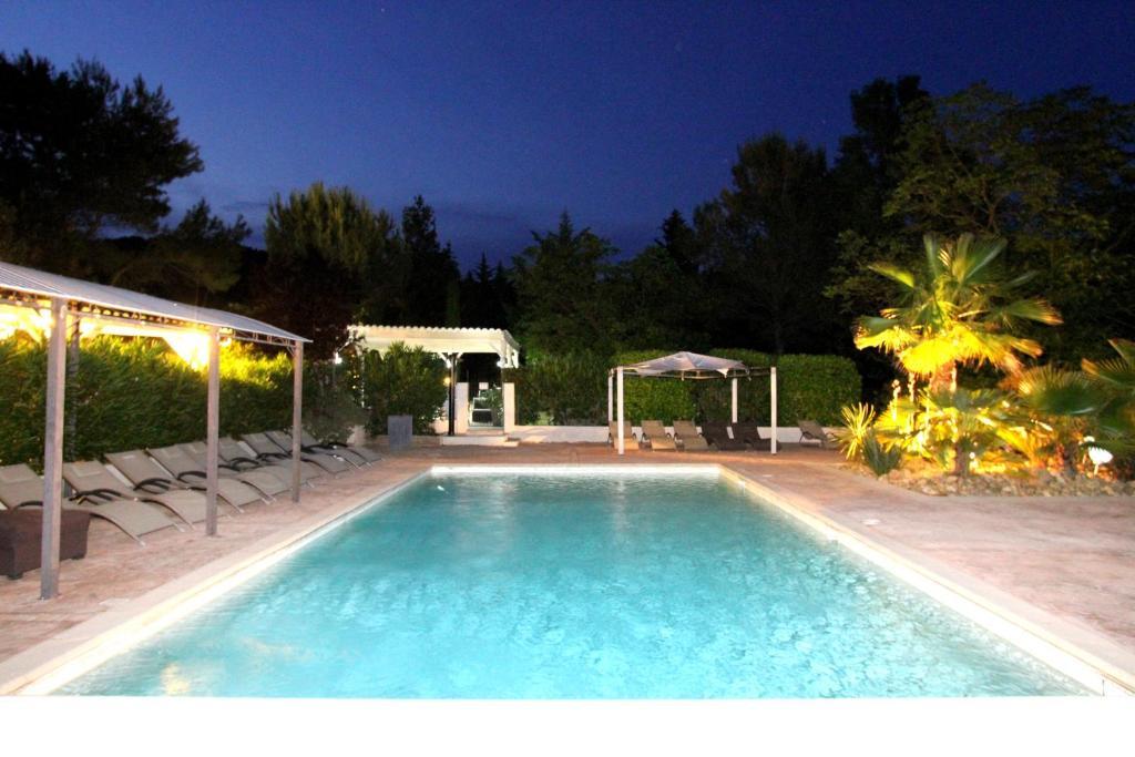 Swimmingpoolen hos eller tæt på Auberge Des Pins