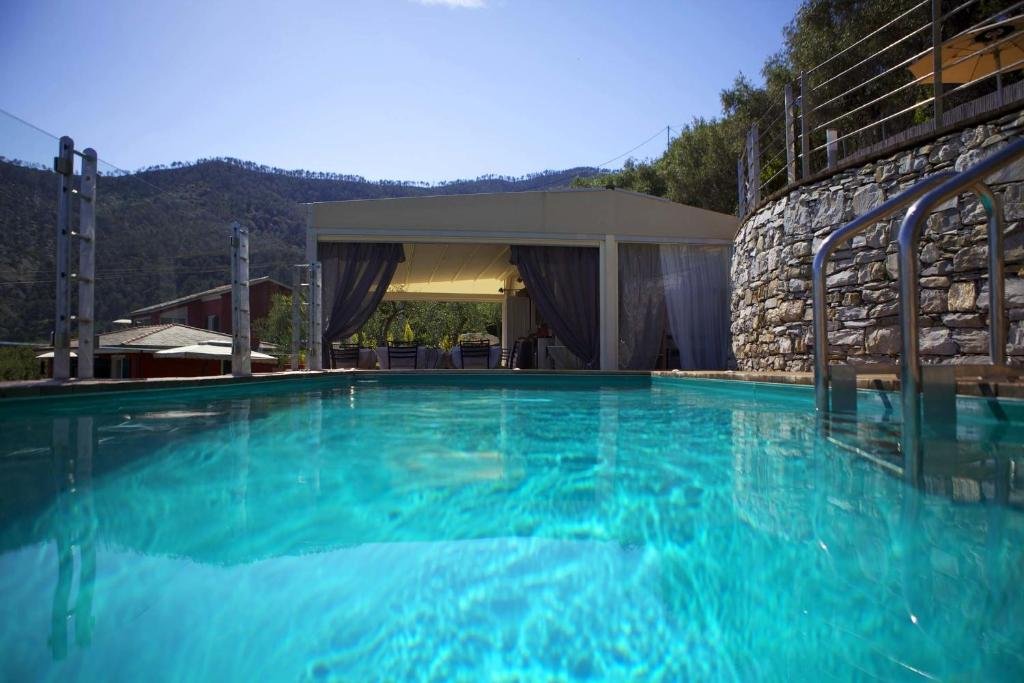 The swimming pool at or near B&B Il Parco