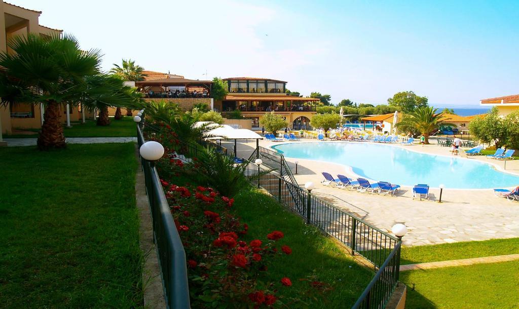 Πισίνα στο ή κοντά στο Village Mare