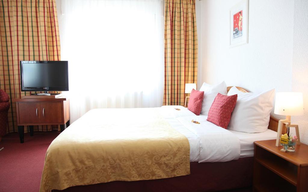 Ein Bett oder Betten in einem Zimmer der Unterkunft Cityhotel Amadeus
