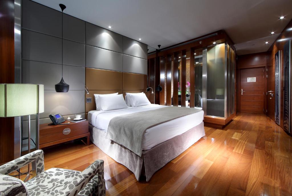 Ein Bett oder Betten in einem Zimmer der Unterkunft Eurostars Madrid Tower