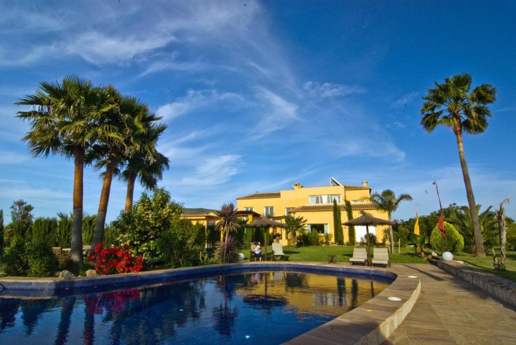 Der Swimmingpool an oder in der Nähe von La Hacienda