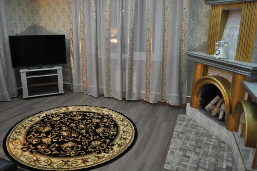 A television and/or entertainment center at Guest House Baykalskiy Ochag