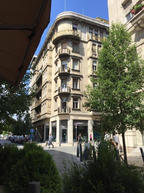 Five Seasons Central Apartment