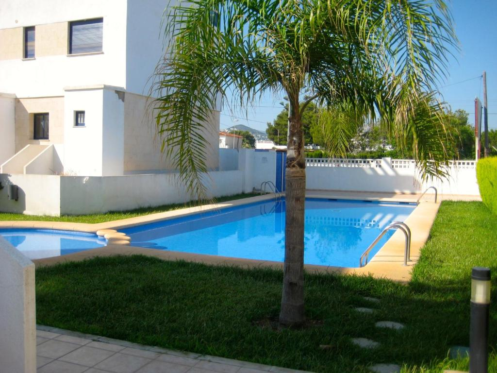 The swimming pool at or close to Apartamentos H3 Belman Playa