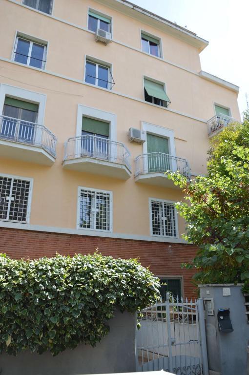 Blue Orchid Rome Apartment