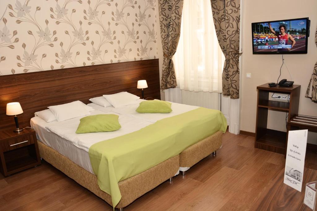 Ένα ή περισσότερα κρεβάτια σε δωμάτιο στο Elit Hotel