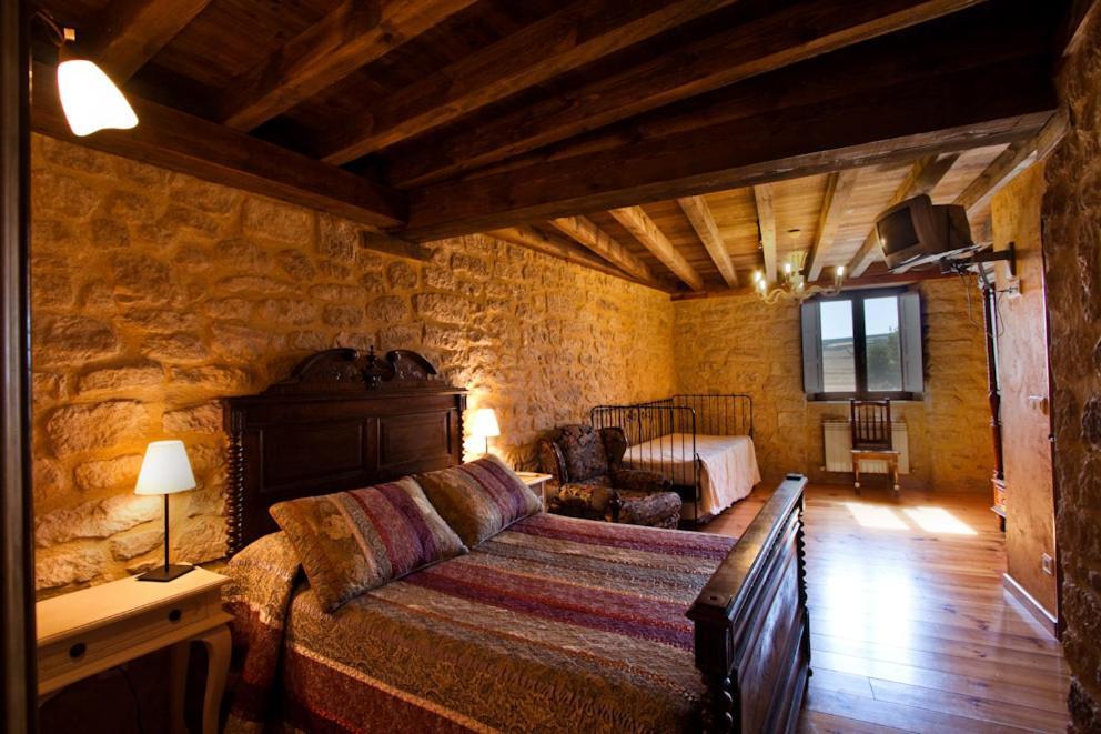 Cama o camas de una habitación en La Morada del Cid Burgos