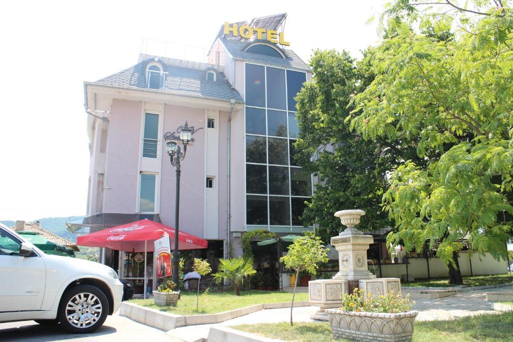 Сградата, в която се намира пансионът със закуска