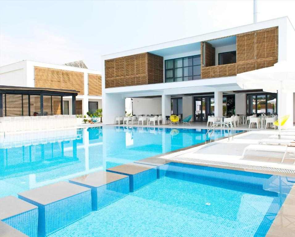 Πισίνα στο ή κοντά στο The Oak Hotel