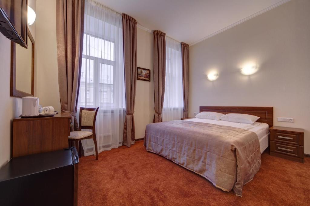 A bed or beds in a room at Solo na Bolshoy Moskovskoy