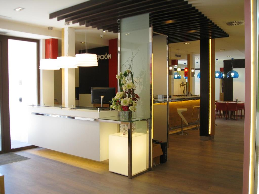 The lobby or reception area at Hotel Boutique Museo Burgos