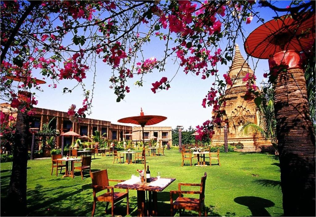 Ogród w obiekcie Thazin Garden Hotel - Bagan