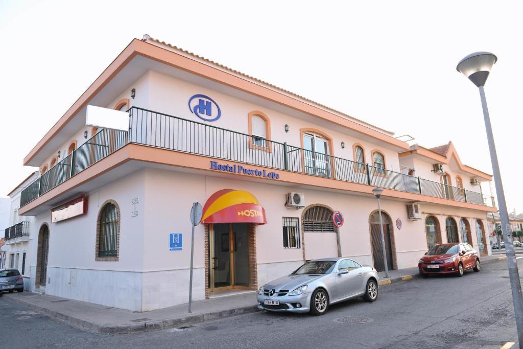 Edificio en el que se encuentra el hostal o pensión