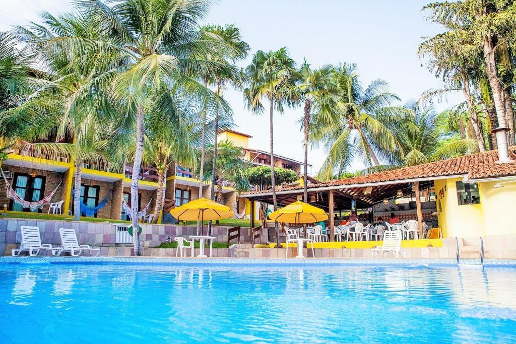 A piscina localizada em Hotel Tubarão ou nos arredores